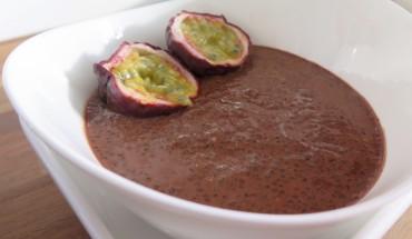 veganer Chia-Schoko-Pudding mit Maracuja