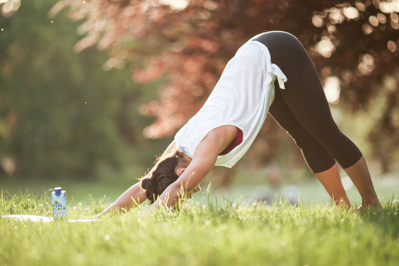 adho mukha svanasana yoga vitacoco
