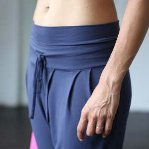 Yoga Pant Padmini in der Farbe Indigo